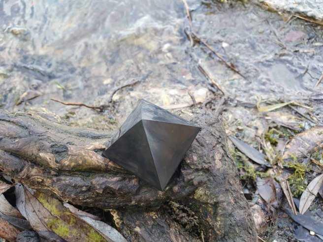Pyramide Shungite – Protection des Ondes et Régénération – 3 et 4 cm