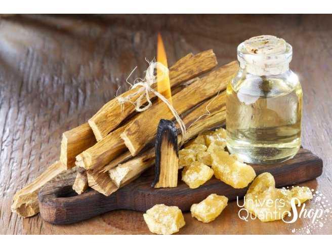 Palo santo du Pérou enflammé avec de l'huile et de la résine