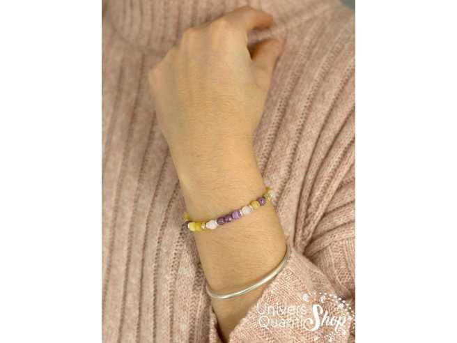 bracelet création consciente pour les femmes appelé reliance à l'âme portée sur fond de pull rose