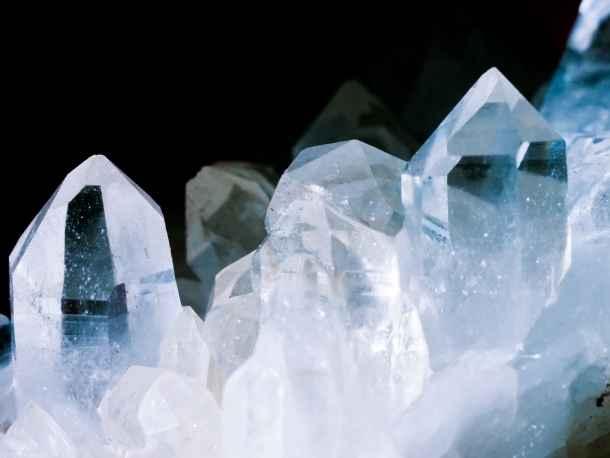 Qu'est-ce que la pierre cristal de roche ?