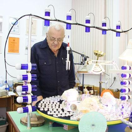poznik dans son atelier pour les tests technologie TP